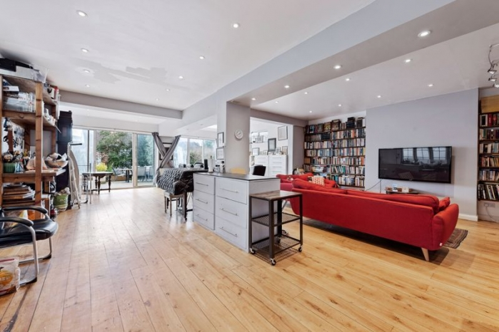 Finchley Road, Hampstead, London, NW11 - Golders Green, North West London