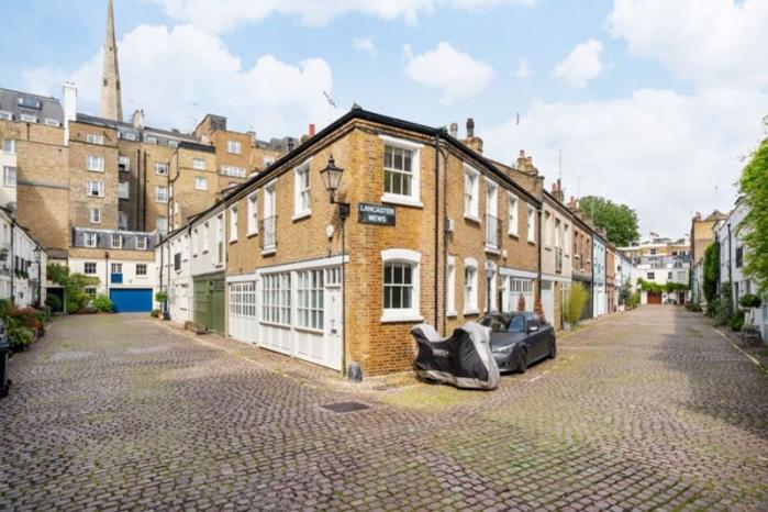 Lancaster Mews, London, W2 - Lancaster Gate, West London