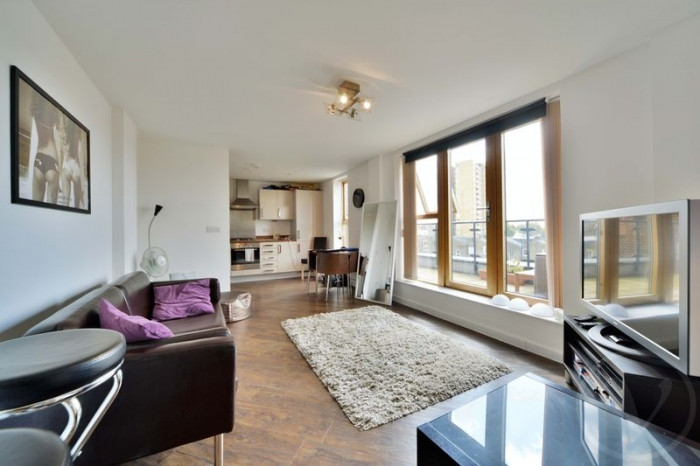 PENTHOUSE FLAT - Glengall Road, Queens Park, London, NW6 - Queen's Park, North West London
